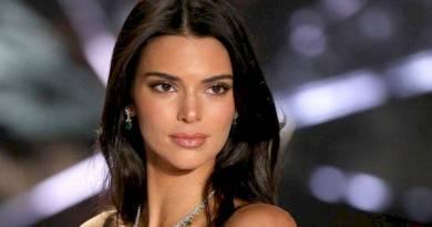 La espectacular modelo Kendall Janner en una fotografia de su rostro maquillado