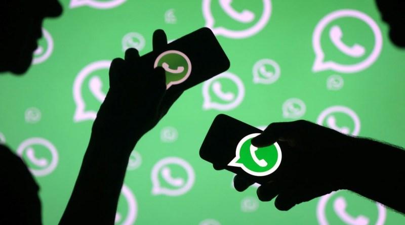 Imagen de un celular con whatsapp en el modo ninja