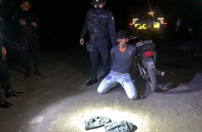 Delincuente capturado por agentes de la policía, se identificaba como el guasón.