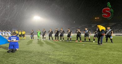 Fotografia de la selección nacional d efútbol de Guatemala, vistiendo uniforme negro