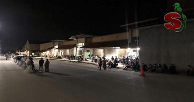 Caravana de hondureños ingresa a Guatemala a horas de la madrugada.