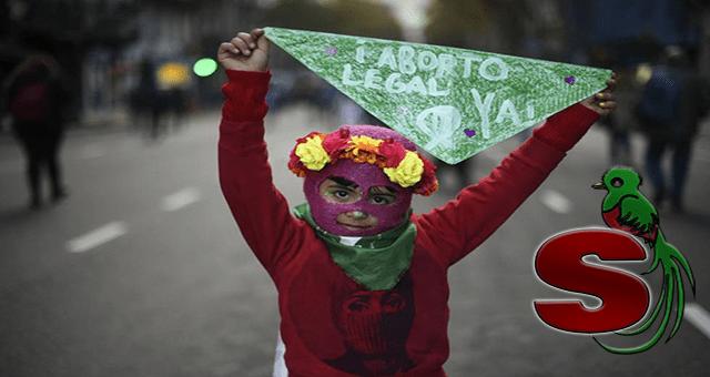 Feminazi manifestando y exigiendo aborto gratis.