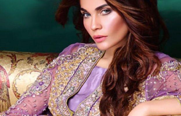 Model Amna Babar
