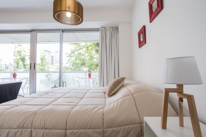 Apartamento Amoblado deluxe cama mesa luz