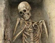 العثور على هياكل موتى بأحجام ضخمة أثناء عمل حفريات لعمارة وسط الخرطوم