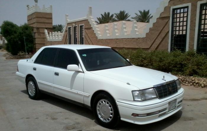 فيديو لنائب وزير يقبل فتاة داخل سيارة خاصة