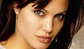 """أثيوبية تتهم أنجلينا جولي باستغلال قصة """"زواجها غصباً"""""""