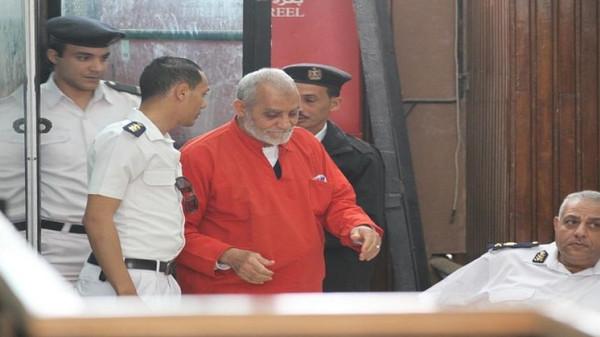 مرشد الإخوان يظهر لأول مرة ببدلة الإعدام الحمراء