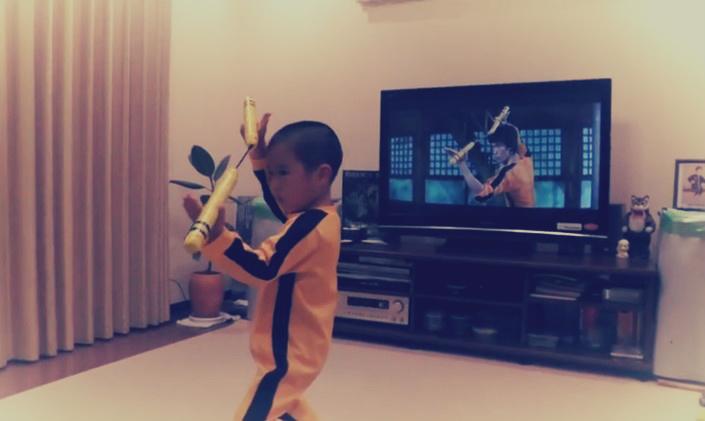 شاهد| طفل يقلد «بروس لي» باحترافية يحصد أكثر من 5 ملايين مشاهدة في 3 أيام