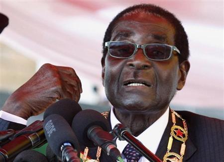 """بعد إقرار أمريكا زواج المثليين.. رئيس زيمبابوي يفجرها و يطلب """"يد"""" أوباما للزواج"""