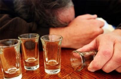 """بالصورة: """"سَكران"""" يشرب 250 جرامًا أسمنت: اعتقد أنه طعامًا"""