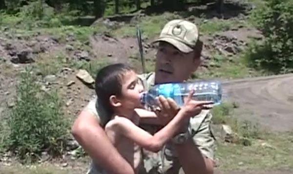 بالفيديو: لحظة العثور على طفل تائه في غابات الغابة بعد 6 أيام من اختفاءه