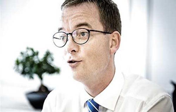 مطالبات بعزل وزير التعليم الدانماركي بعد إعترافه بوجود الله!