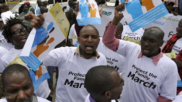 """5000 كيني """"يتعرون"""" في إستقبال أوباما داعم للمثلية الجنسية"""