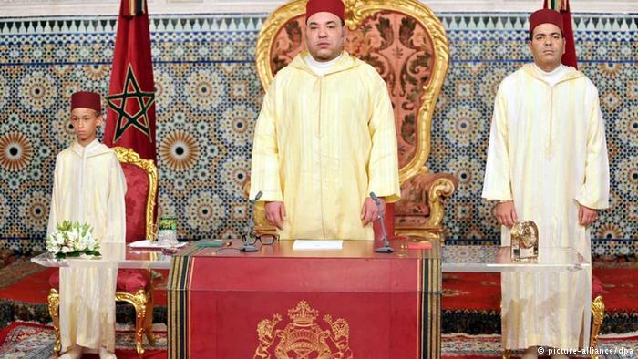 باريس: اعتقال صحفيين فرنسيين بتهمة ابتزاز ملك المغرب