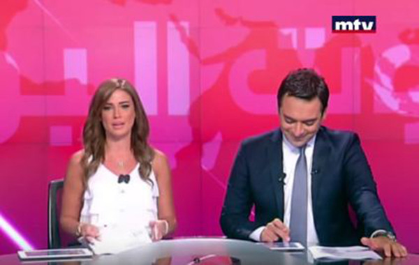 بالفيديو: نوبة ضحك تجتاح مذيعيْن لبنانيين على الهواء