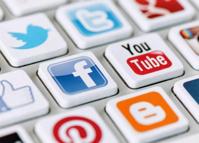 أداة للنشر على مختلف الشبكات الاجتماعية دفعة واحدة