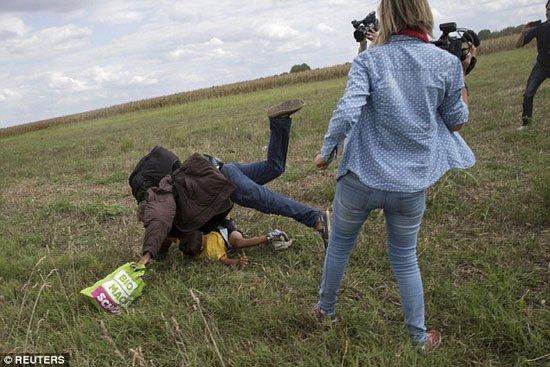 """المجرية التي """"فركشت"""" المهاجر السوري تعتذر بأقبح من ذنب"""