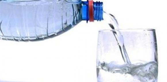 شرب الماء عند العطش فقط يضر الصحة