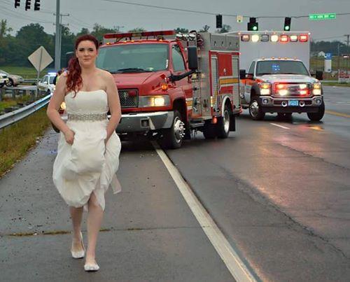"""رجال الإطفاء في خدمة """"العروس الخائفة"""""""
