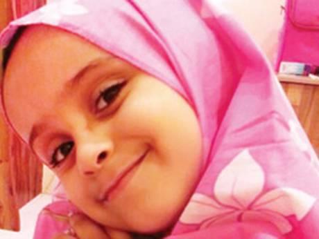 بالصورة: الشرطة المصرية تعيد طفلة سودانية إلى أهلها بعد أن ضلّت طريقها