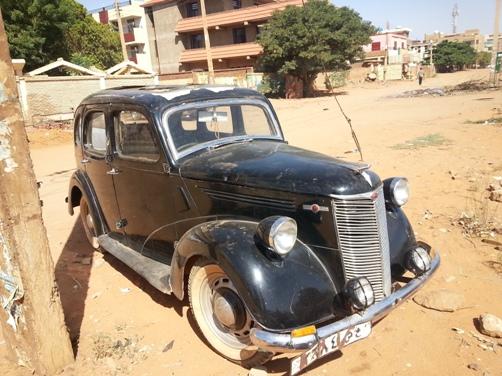 بالصورة : عربة ماركة (فورد) يعود تاريخ صنعها إلى العام 1932 بمليار جنيه!!
