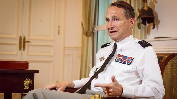 قائد الجيش الفرنسي: لا نتوقع انتصارا سريعا على داعش.. كشف عن دك مراكز قيادة تابعة لداعش بـ 60 قنبلة