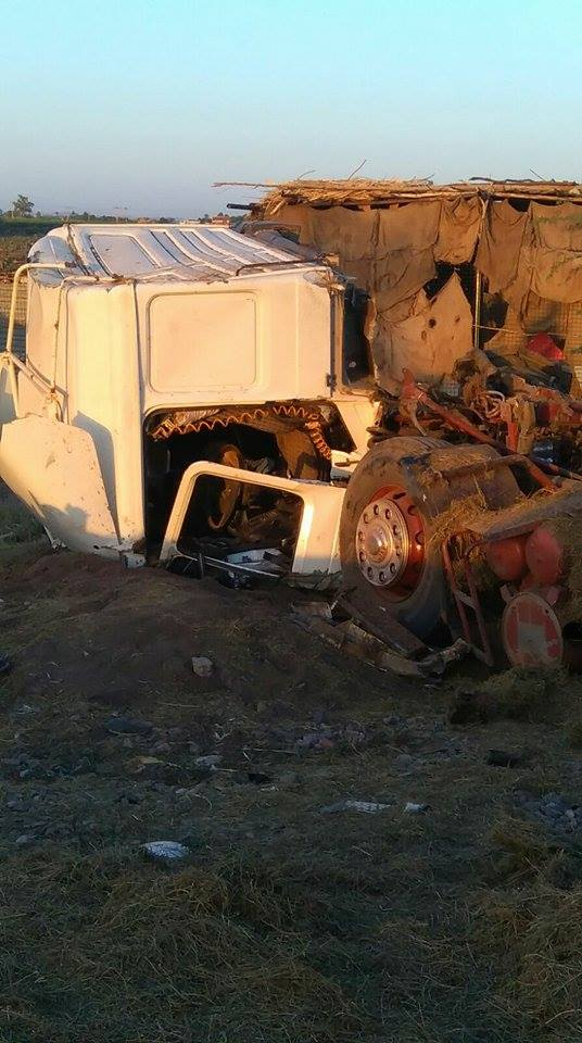 بالصور: قطار يدهس جرار محمّل بالبرسيم بمنطقة الزاكياب شمال شرق الخرطوم