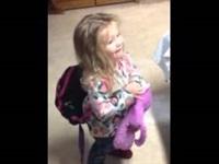 بالفيديو.. رد فعل طفلة تشاهد أخاها المولود حديثا لأول مرة