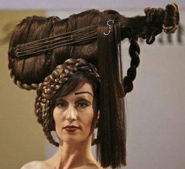 عروس تغير قصة شعرها.. فيطلقها زوجها في صالون الحلاقة