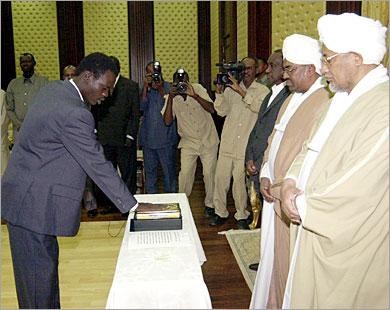 مناوي يتأسف لما يحدث في جوبا و يستنكر تجاهل الحكومة لتصريحاته و يصف سياستها بفرق تسد