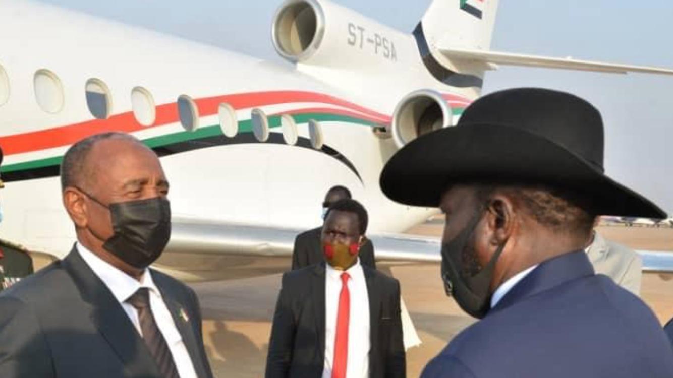 President Salva Kiir Mayardit(right) welcoming head of Sudan sovereign council Abdelfattah al Burhan at Juba airport [Photo by Presidency]