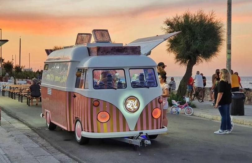 Food Truck Autonegozi, l'idea di Vincenzo Gabrieli Lizzanello che fa viaggiare la pizza ovunque