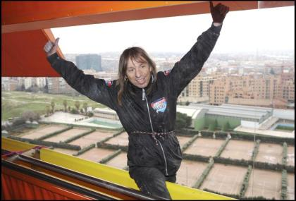 """In opposition to the well being cross, the """"French Spider-Man"""" climbs a tower in La Défense (video)"""