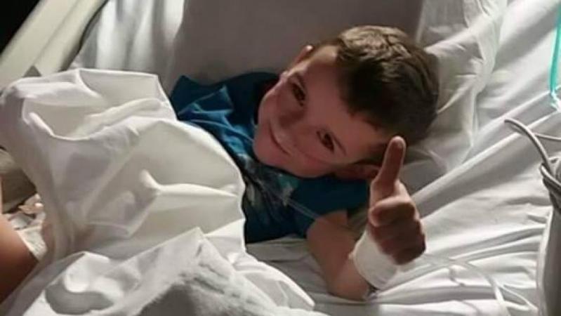 Bryan, 7 ans, est né sans anus, sans œsophage, avec un seul rein et a déjà subi 39 opérations à Florennes: «C'est une affection rare»