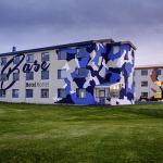 Base hotel í þrot