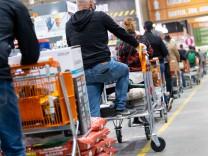 Coronavirus-Newsblog für Bayern: Corona-Tests künftig auch in Baumärkten und Drogerien