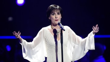 """Review of Chilly Gonzales' essay """"Enya"""""""