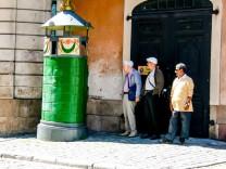 Kulturgeschichte des In-Flaschen-Pinkelns: Wer muss, der muss