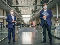 Kanzlerkandidatur: Söder liegt in Umfrage deutlich vor Laschet