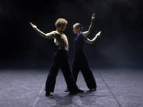Tanztheater: Auf den Hund gekommen