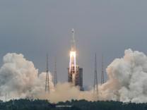 Raumfahrt: Chinesische Rakete trudelt unkontrolliert zur Erde