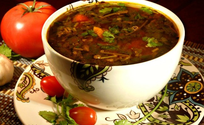 Peppery Mulligatawny Soup With Fresh Tomatoes & Cilantro #SundaySupper