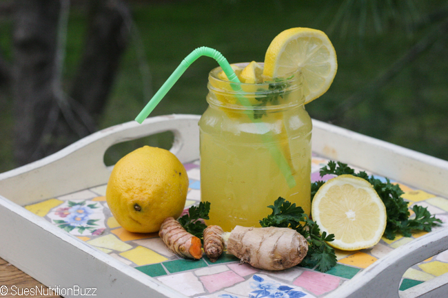 Pineapple Ginger Lemonade Laced With Turmeric #SundaySupper