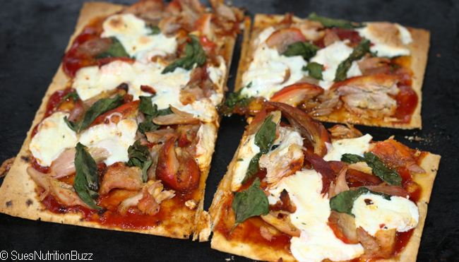 Tandoori  Chicken Pizza with Fresh Basil & Mozzarella #SundaySupper