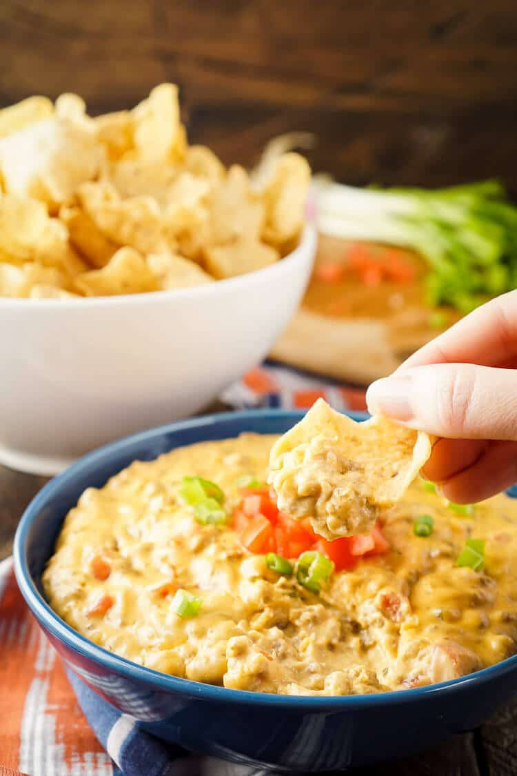 This Cheeseburger Dip tastes just like a Cheeseburger, making it the ultimate game day dip everyone will love! Super fast and EASY to make, loaded with flavors that will have your mouthwatering, plus it makes a ton so it's great for large groups and parties!
