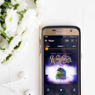 Love books but don't have the time to sit down with one? Check out this Beginner's Guide to Audible, plus 15 audiobooks you HAVE to listen to!