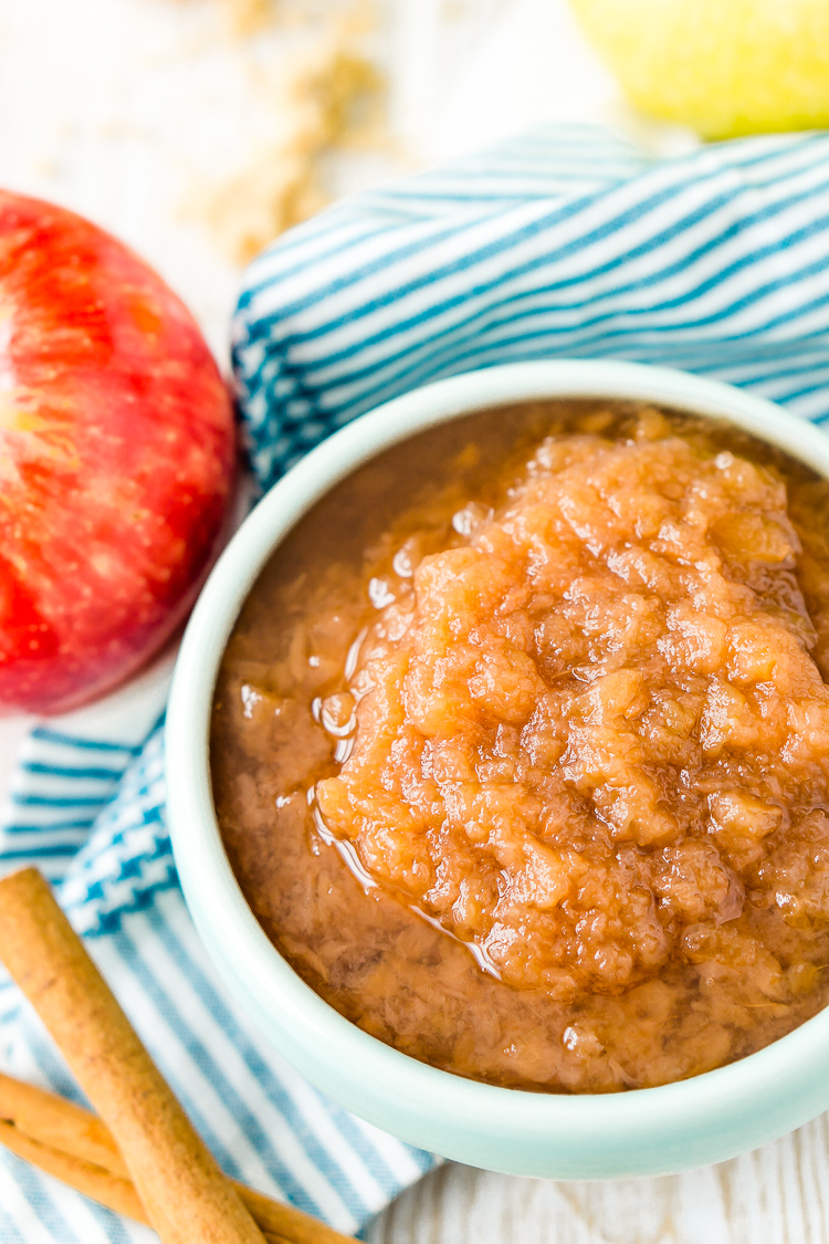 This Homemade Applesauce recipe is delicious and super easy to make! Made with apples, white and brown sugars, vanilla, cinnamon, and lemon juice, it's the perfect way to enjoy fresh-picked apples.