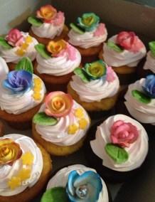floral-cupcakes-3.jpg