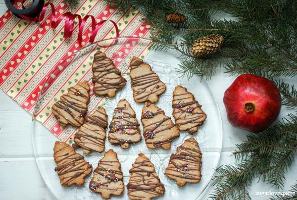 Eggnog Spiced Shortbread Christmas Cookies